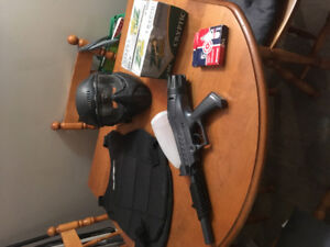 Paint ball,gun ,face mask,vest, 500 paint balls and cartridges