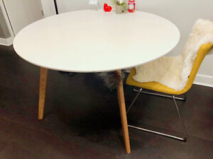 Solid wooden round Dining table