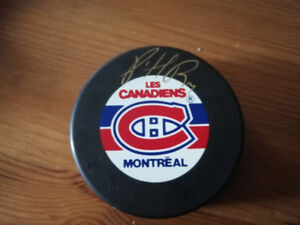 Patrick Roy Autographed official puck Montreal Canadiens