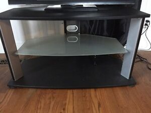 TV stand, great condition !  Cornwall Ontario image 2
