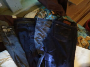 4 PAIRS OF SIZE 13 WOMANS JEANS. ( Buffalo, lucky brand, etc)