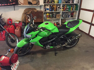 Nice z 1000 wanting to trade for 4 stroke dirt bike
