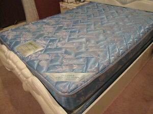 Quenn mattress + box spring good condition