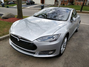 2014 Tesla Model S 85 w/ Tech Package & Panoramic Roof
