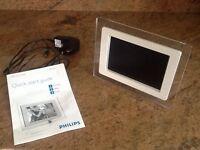 "Philips 7FF1 Digital Photo Frame - Photo Viewer - 6.5"""