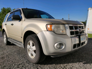2011 Ford Escape XLT V6 **Excellent condition**