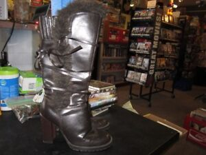 Ladies Boots Size 6 With A 4 Inch Heel