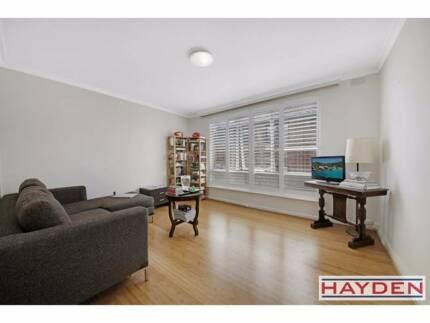 Spacious 1 Bed Apartment for Rent in St Kilda