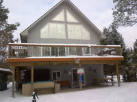 Cottage rental with Hot tub. Christmas holiday specials