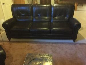 Divan et fauteuil cuir véritable impeccable ( brun ).