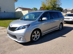 2013 Toyota Sienna SE with transferable warranty until Dec 2020
