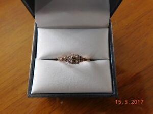 Bague de femme en or rose 10kt avec diamants