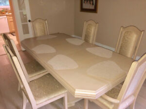 Dining room table; 6 Chairs ; Cabinet