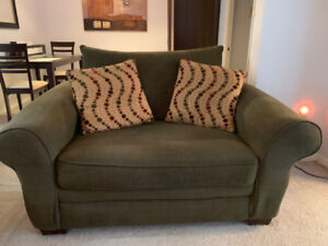 Beautiful Couch 1.5 seater