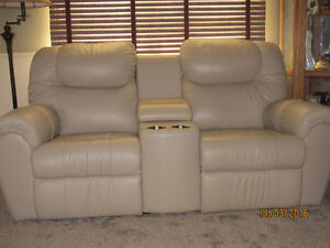 Laz-Boy recline Double-Mates motion Love Seat Stratford Kitchener Area image 1