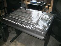 Mackie 24-8 console (mot clef,crown,peavey,crest,)