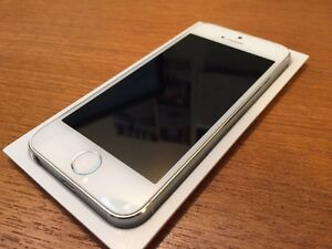 iPhone 5S 64 GB Silver White FACTORY UNLOCKED