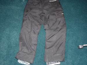 OCEAN/EARTH MENS LARGE SKI PANTS  AS NEW