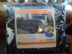 YOUR ZONE TWIN 6 Pc. Reversible Bed-in-a Bag - SKULLS Pattern