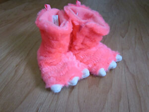 EUC carters size 5/6 slippers