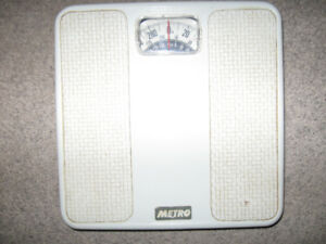 Bathroom Scale + toilet tissue holder + step stool-$5 lot