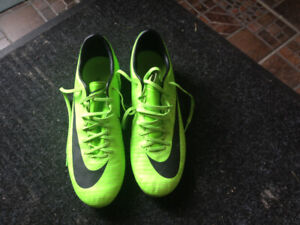 Souliers soccer ou rugby