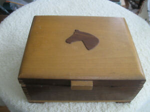 WELL-MADE SOLID WOOD DOVE-TAILED FOOTED TRINKET BOX