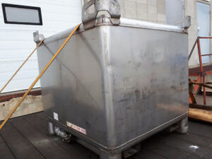 LOOK >> Wanted Clean Stainless Tanks, Square Round