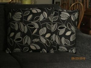 Love Seat and coordinating chair Stratford Kitchener Area image 4