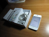 Iphone 4s like new with all  acceseries