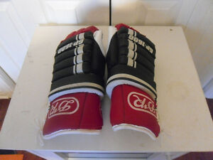 DAIGNAULT ROLLAND (DR) HOCKEY GAUNTLETS FOR SALE West Island Greater Montréal image 1