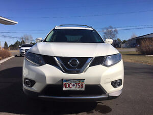 2014 Nissan Rogue SV AWD - IN EXCELLENT CONDITION