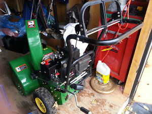JOHN DEERE TRS-22 SNOWBLOWER