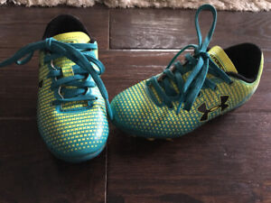 Girls toddler size 9 soccer cleats