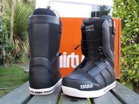 Thirty two snowboarding boots size 11