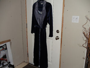 ALL WRAPPED FOR CHRISTMAS!!  LUXURIOUS HOUSE COAT & GOWN $50