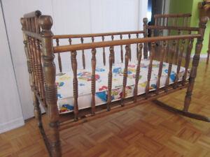 ***VINTAGE ***   BERCEAU pour nouveaux-nés