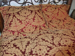 king size comforter and matching king shams in great cond Cambridge Kitchener Area image 3
