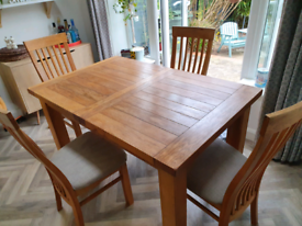 Extendable Solid Oak Kitchen Table & 4 Chairs