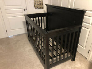 3 in 1 Baby crib set with matching night stand and dresser