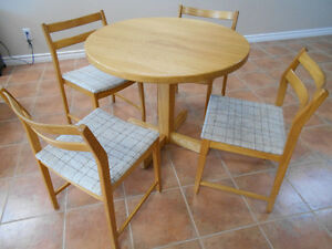Dinnette table & chairs