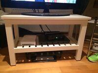 White shelf/tv stand