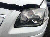 Toyota avensis headlights