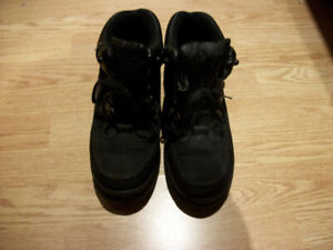 Womens Boots size 8.