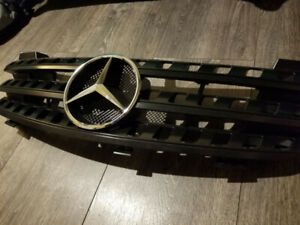 Mercedes Benz ML Front Black/Chrome Grill - NEW