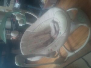 Super comfy baby swing. Comes with all toys. Excellent condition