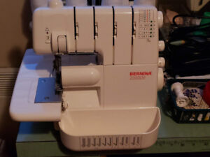 BERNINA model 2000 DE 4 fils +point roulotte tuneup aout 2018