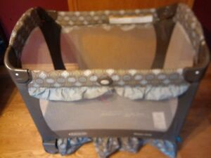 Travel Lite Crib (playpen) with Stages