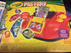 Crayons crayons melter melting factory machine toy