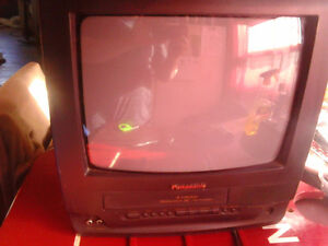 PANASONIC 14 INCH TV AND BUILD IN VCR EVERYTHING WORKS